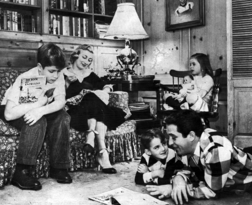 Como_family_at_home_1955.jpg